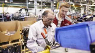 Linde employees in production