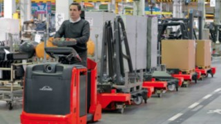 Drivers on Linde logistics trains in a production hall
