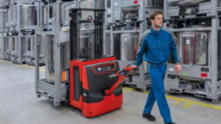 L14–L20 pallet stacker from Linde.