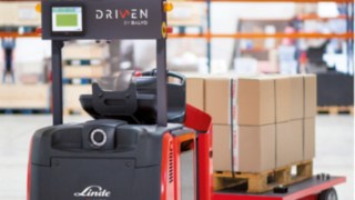 The robot-controlled Linde L-MATIC L HP stacker and Linde P-MATIC tractor are recommended in particular for operators whose load handling processes provide only low added value, are repetitive, involve longer distances and run at least in two shifts.