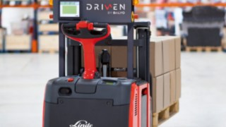 The newly launched robotic stacker Linde L-MATIC L HP and the robotic tractor Linde P-MATIC are easy to install and navigate relying on the warehouse structural elements.