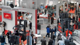 "In May 2016, Linde Material Handling will be staging its successful trade show format ""World of Material Handling"" once again. The customer event will focus on increasingly networked, digitised and automated in-house logistics."