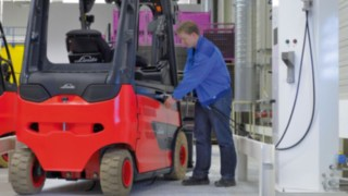 Forklift truck with Linde fuel cell technology refueling.