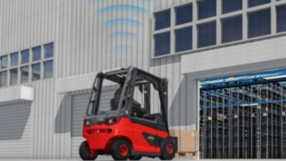 The SpeedAssist driver assistance system from Linde automatically reduces the speed as soon as a forklift truck enters the shed or covered areas.