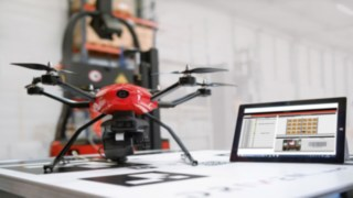 The information captured by the drone is computer documented and can be brought up at any time by means of specific application software, which shows the rack position on the screen, including the corresponding barcode and photo.