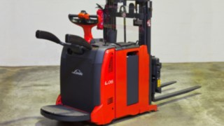 From the individual solution to series production – the L06 pallet stacker