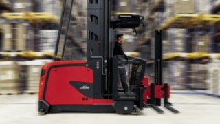 The new K series trucks from Linde Material Handling impress customers with lifting heights of up to 18 meters and improved ergonomics, while simultaneously offering significantly enhanced performance and safety.
