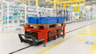 Linde Material Handling presents automated guided cart for production logistics