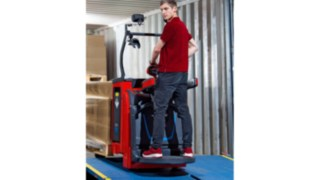 New pallet trucks and double stackers from Linde