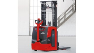 pallet stackers with energy-efficient lithium-ion batteries