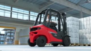 Linde H20 – H35 diesel forklift truck transporting full pallets