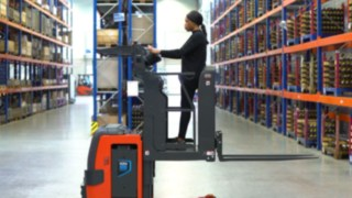 The Linde V08 order picker is designed for frequent picking on the second rack level.