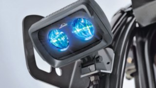 Der Linde BlueSpot™ from Linde Material Handling uses a warning light to signal when trucks are approaching.